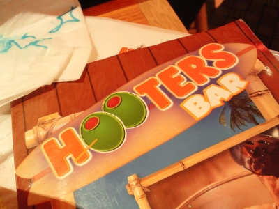 hooters1.jpg